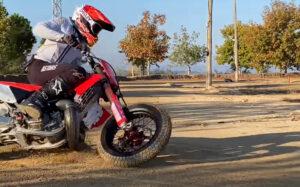 MotoGP, 2021: Marc Márquez retoma os treinos de Supermotard thumbnail
